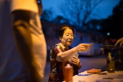 Chinese-Woman-plays-cards-in-Beijing