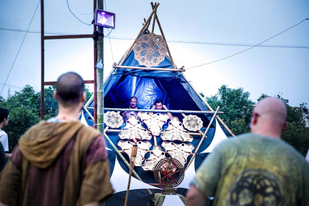 DJ Pult Alien Style Shalanaya Psytrance Festival in China, Psytrance Music